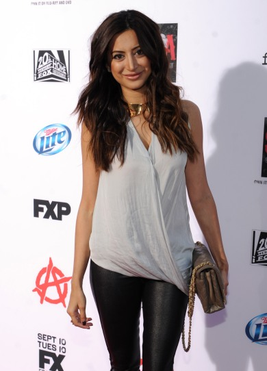 Noureen-DeWulf-Sons-of-Anarchy-Season-6-premiere-6